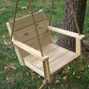 Make Lawn Swings from turn broken chairs