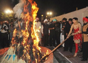 lohri wood crakers and burn