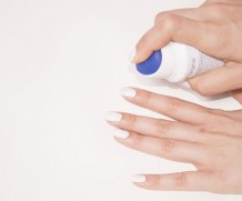 Simple tips for How to Remove Nail Paint and Cloths Stains